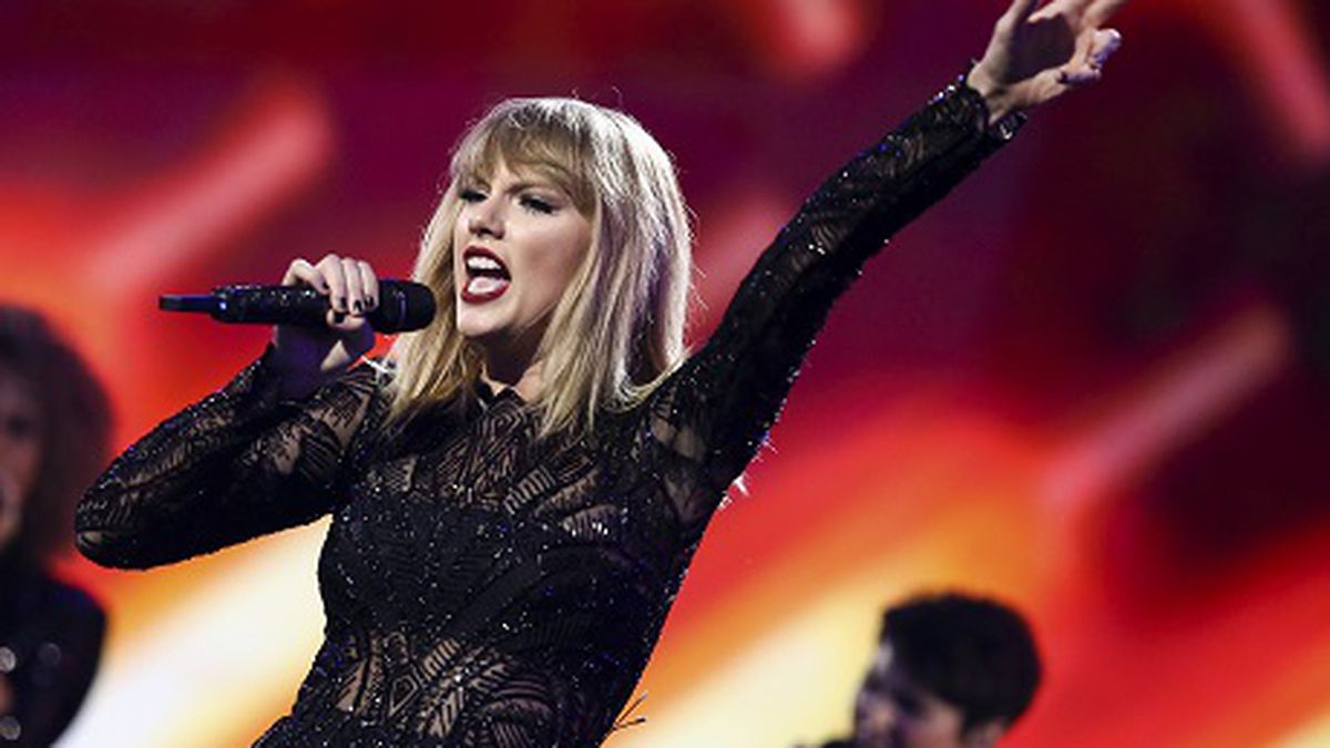 Taylor Swift Invites 2 000 Foster And Adopted Kids To See Her Concert Before Tour Kicks Off
