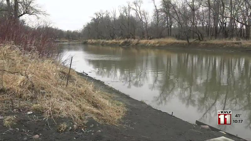 Fargo man shares safety warning after his canoe capsized in the Red River