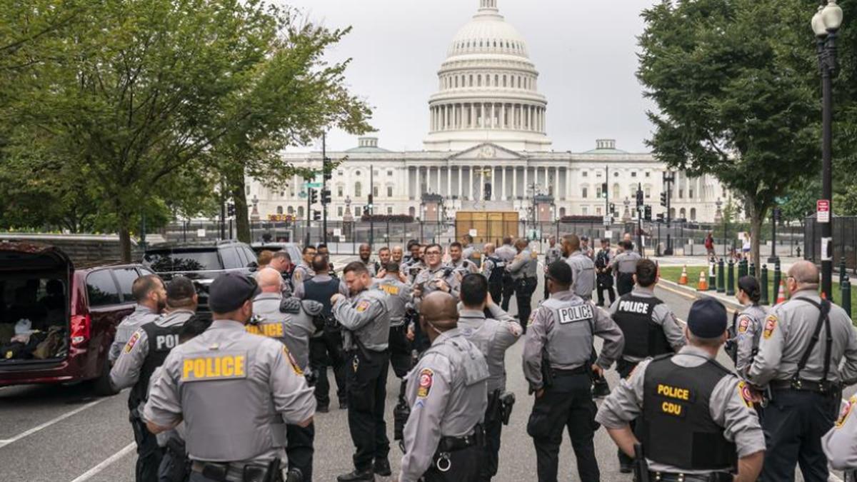 HEAVY POLICE PRESENCE AT DC RALLY (AP)